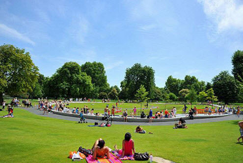 Hyde park in the summertime